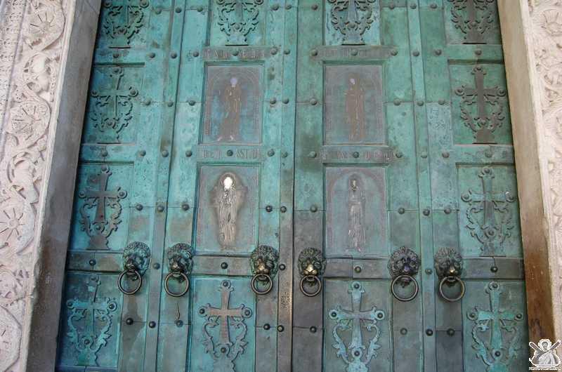 Simbologia della porta di bronzo del duomo di amalfi porta della misericordia del giubileo - Mostra della porta ...