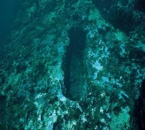 Fosso rettangolare scavato sulla superficie del molo Capuano (sec. XIII)