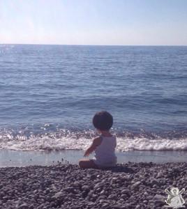 bimba-in-riva-al-mare